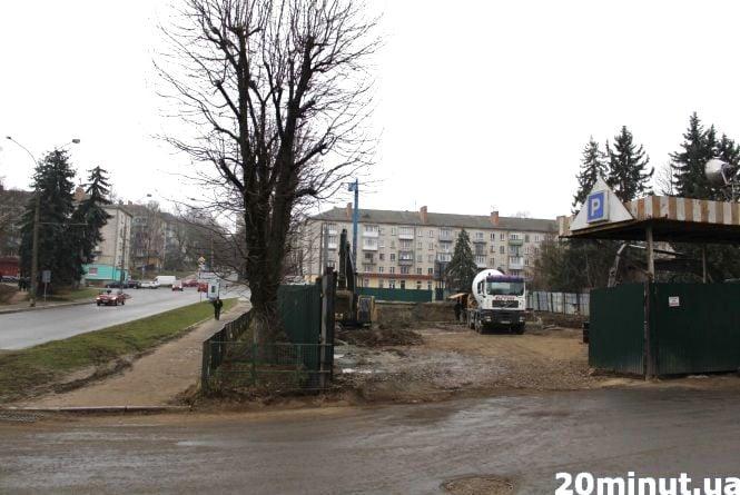 Штраф за знищені дерева, дозвіл на знищення інших і судовий позов: як проходить забудова скверу на Миру