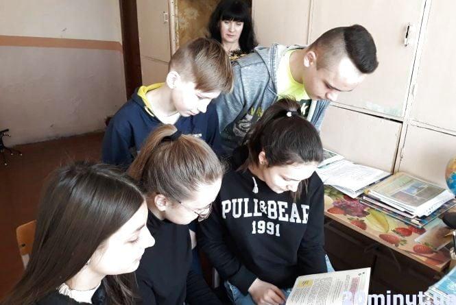 Не носити короткі спідниці та не ходити в сумнівні компанії: чому тернопільських школярів вчать бути скромними