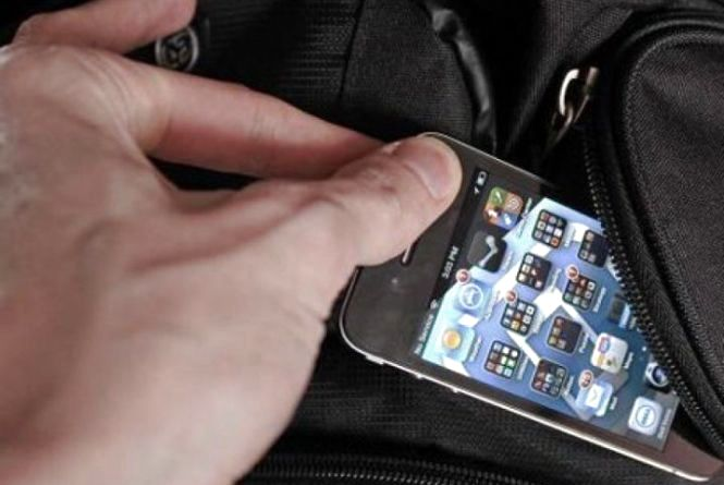 Під час служб у церквах на БАМі і «Східному» викрали три мобільних. Злодії не гребують нічим