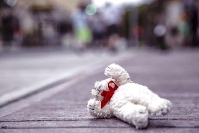 Восьмирічну Настю, яка вибігла на дорогу, збила іномарка. За кермом була мама її однокласника