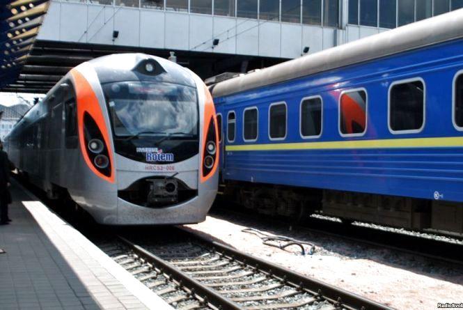 Які додаткові потяги курсуватимуть на Великодні свята через Тернопіль