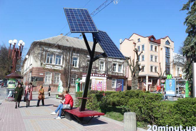 """Як у Тернополі рятують """"Сонячні дерева"""" від вандалів"""