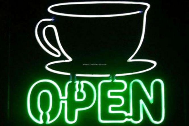 Два кафе та бар в Центрі хочуть працювати вночі. Що каже міська рада