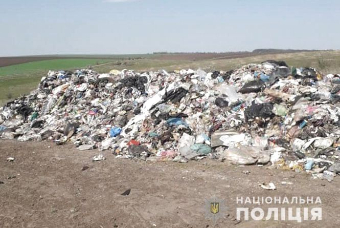 На Тернопільщину вночі знову привезли чуже сміття. Поліція каже, має «львівське коріння» (оновлено)