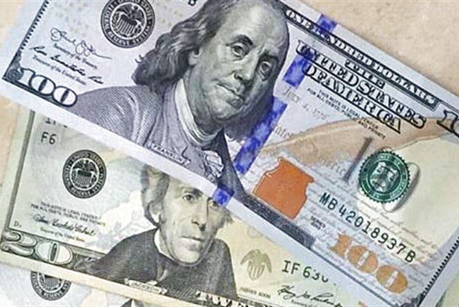 Долар і євро знову подешевшали: курс валют на 7 серпня