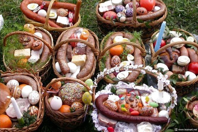 Що варто і не варто класти для освячення у Великодній кошик, радять священики