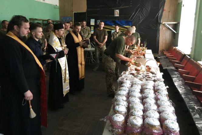 Священики з Тернополя провели Великдень  разом з воїнами на Луганщині