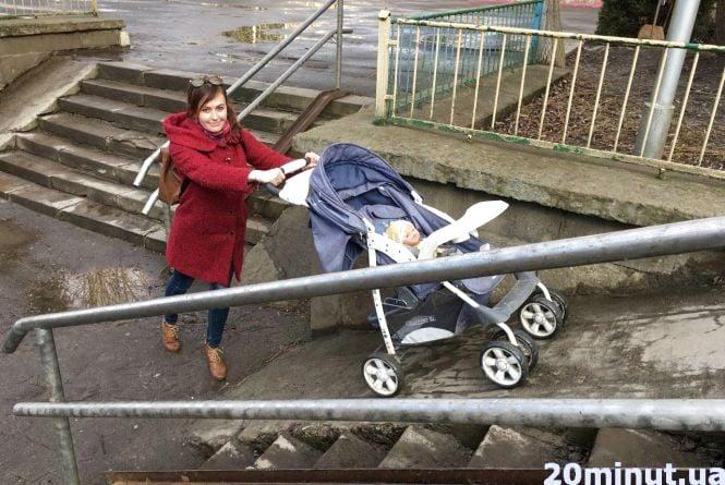 """З дитячим візочком у Тернополі не пройти, не проїхати. Перевірили журналісти """"20 хвилин"""""""