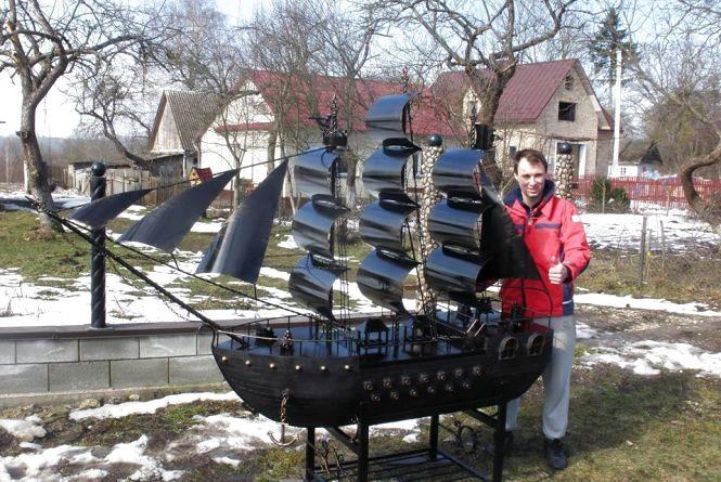 Шашлики у кораблі і ретро-автомобілі: коваль із Кременця створює унікальні мангали