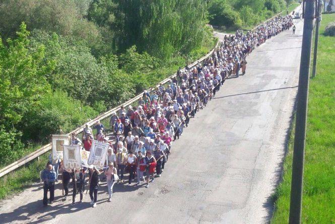 Жінки йтимуть до Зарваниці та молитимуться за дітей і за мир. Долучитися до прощі можуть усі охочі