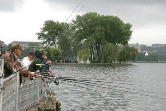Тернопільські рибалки кличуть на посиденьки, конкурси і смачну юшку