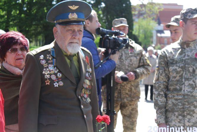 """""""Я відбув війну і прийшов пом'янути побратимів"""": у Тернополі відзначають День пам'яті та примирення"""