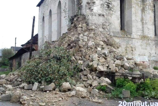 У центрі Підгайців через дощі обвалилась синагога
