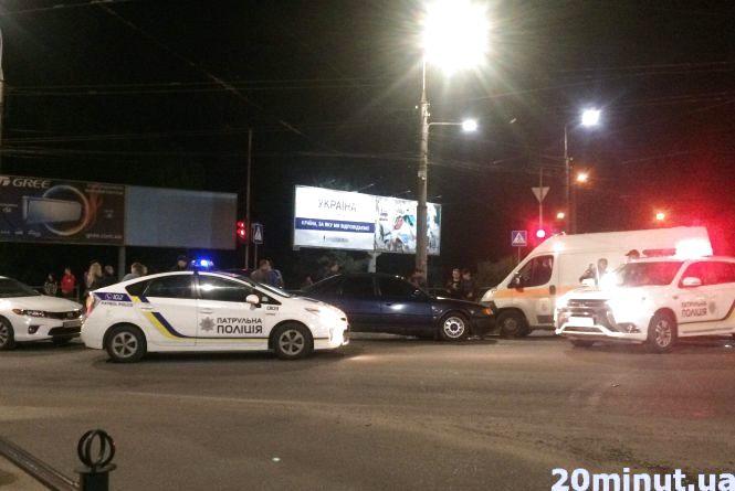 На 15 Квітня у Тернополі аварія: авто розтрощене