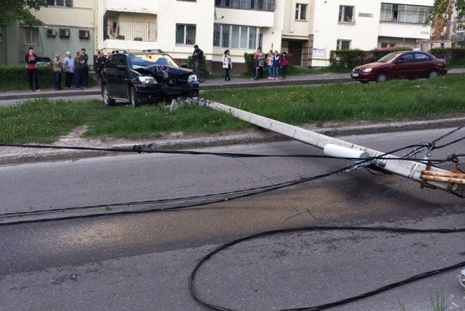 Не впорався з керуванням і збив дві електроопори