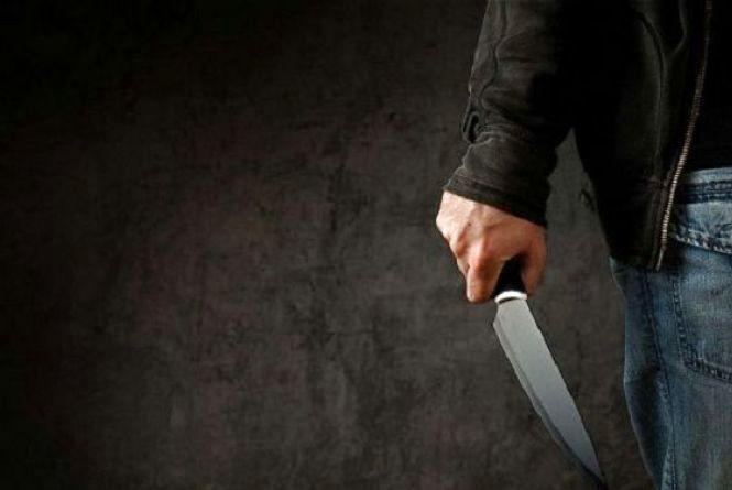 Приревнував жінку і двічі вдарив ножем суперника