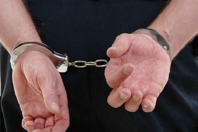 Двох неповнолітніх підозрюють у крадіжці з салону автомобіля