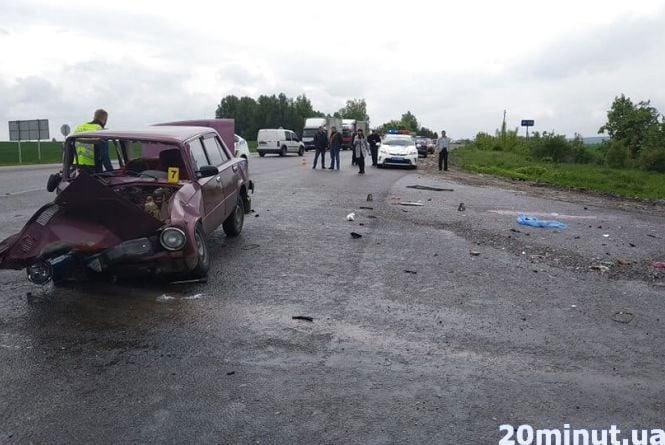 На перехресті за Білою смертельна аварія. Двоє людей загинули, троє в лікарні