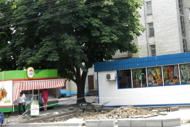 На вул. Лесі Українки тимчасово встановили нову зупинку громадського транспорту