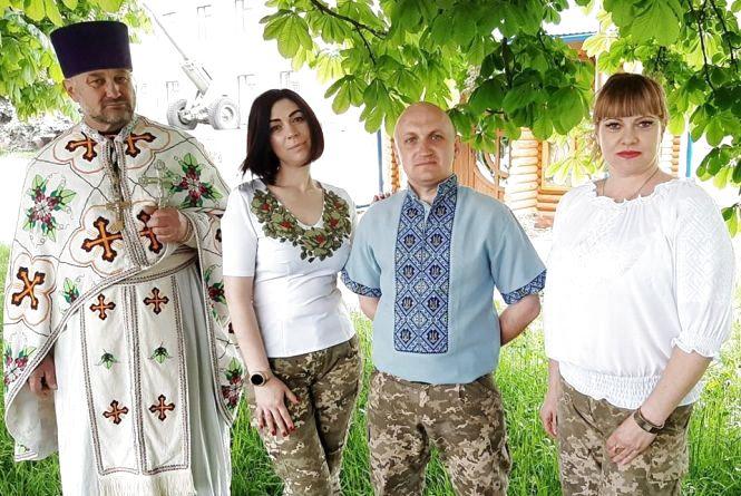 Тернопільські військові, рятувальники, поліцейські, чиновники підтримали флешмоб і вдягнули вишиванки