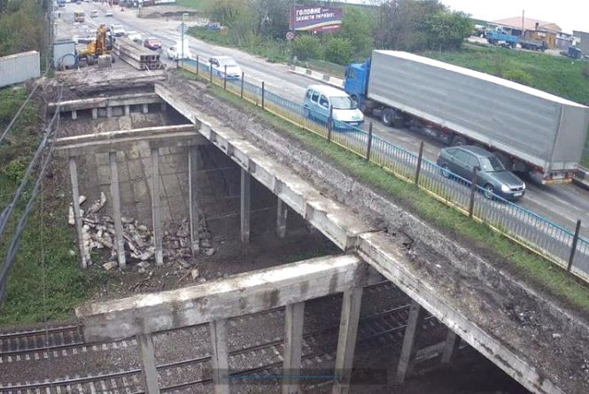У міськраді хочуть оприлюднити інформацію про водіїв вантажівок, які їздили через Гаївський міст