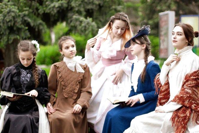 Середньовічні костюми та блогер-фест: у Чорткові відкрили туристичний сезон