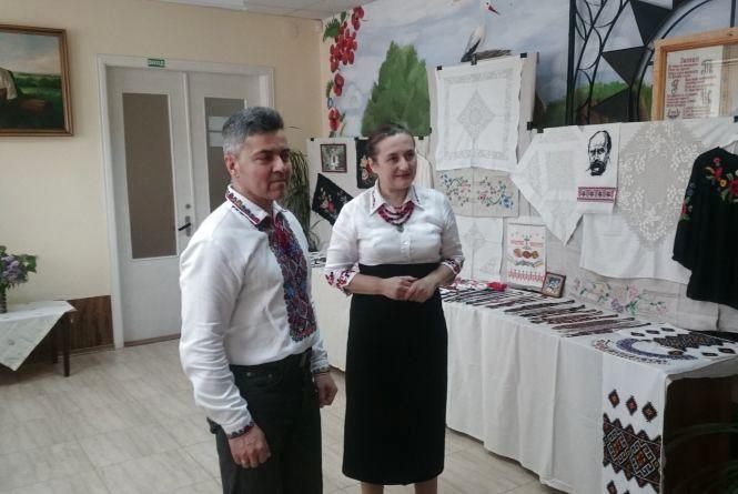 Показують табірні вишивки легендарної зв'язкової УПА Лідії Романчук