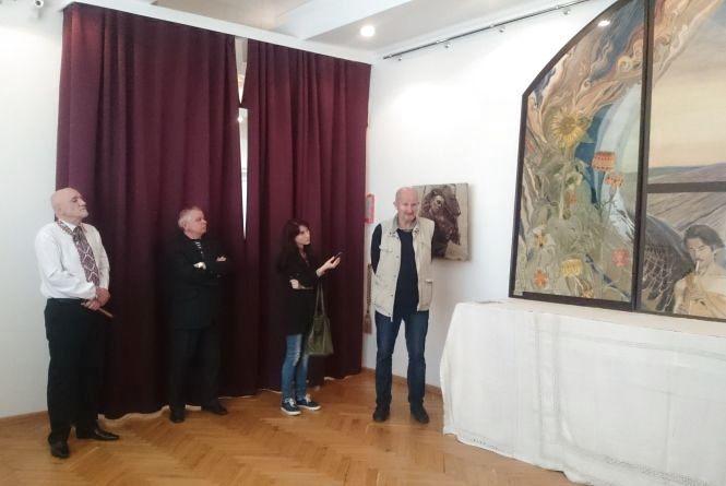 У Тернополі представили унікальне панно виконане на семи окремих аркушах грубого паперу
