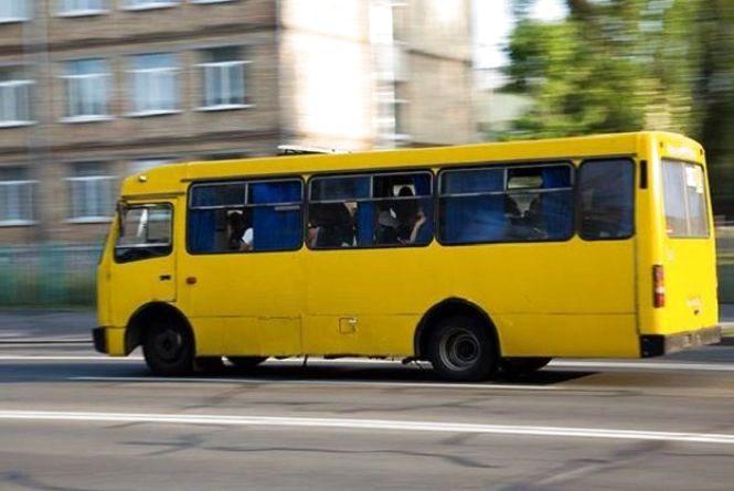 Їхав і кричав: тернополяни знову скаржаться на хамство водіїв маршруток (відео)