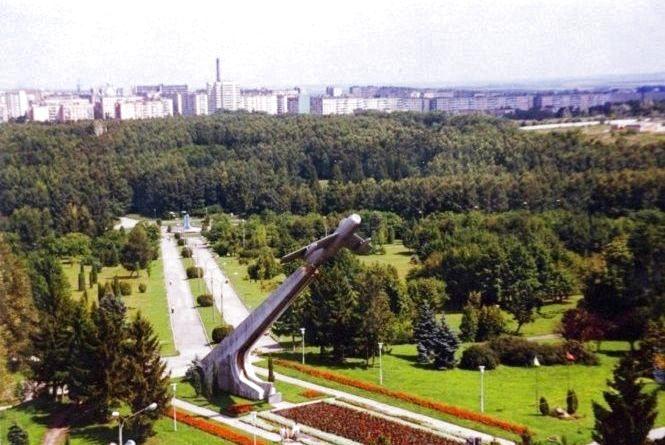 """Оглядовий майданчик чи пам'ятник воїнам АТО: що буде із """"Літаком"""" на Східному"""