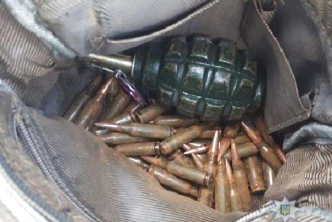 Набої та гранати знайшов у гаражі, де прибирав після смерті батька