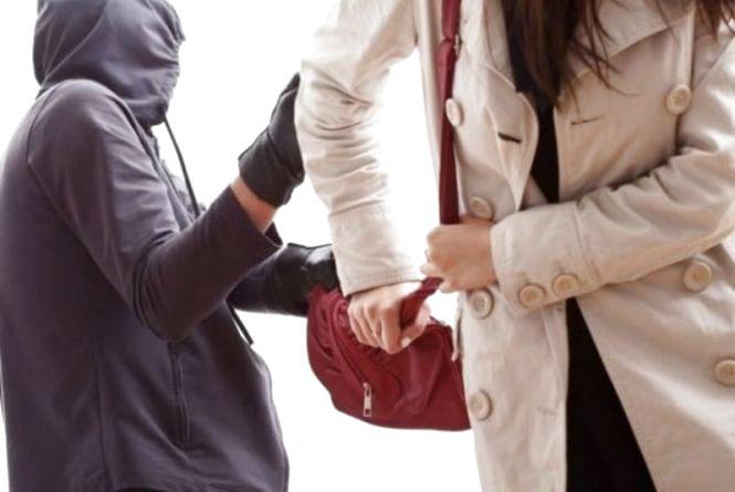 А ви знаєте як уберегтися від вуличного пограбування? Поради патрульних