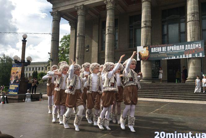 Фото дня: на Театральному майдані танцювальний фестиваль