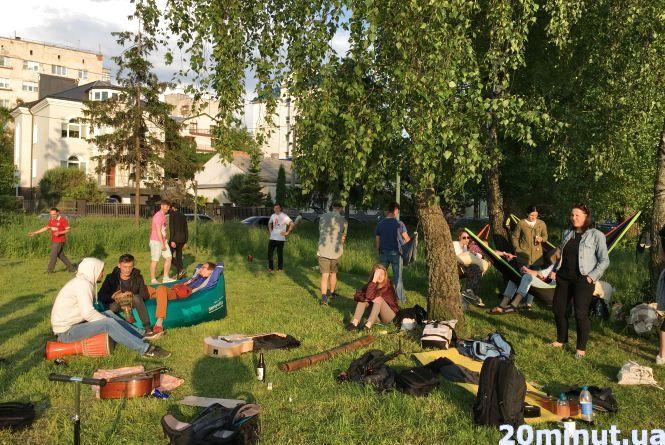 Фото дня: у парку Шевченка активісти організували музичний джем-сейшн