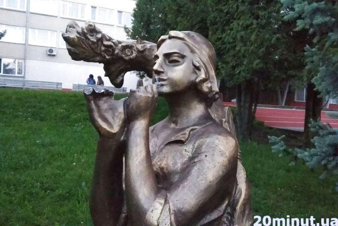 У Лукаша, який стоїть поряд з Педагогічним університетом, вкрали сопілку
