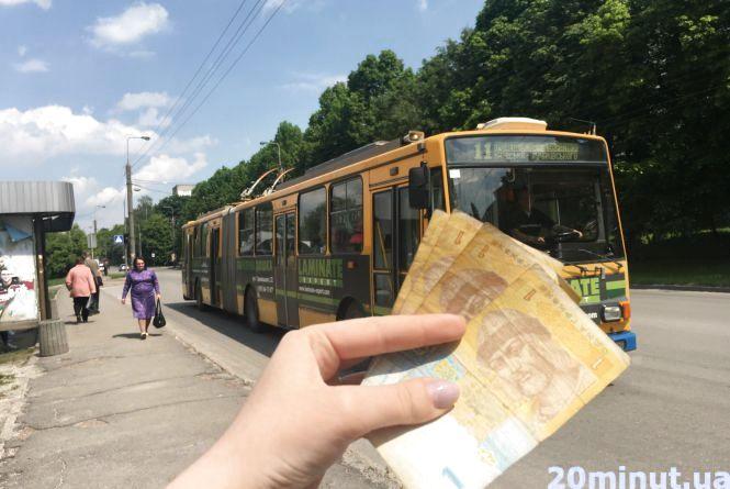 Їду в тролейбусі, згідно з рішенням суду, за 4 грн .. або безкоштовно