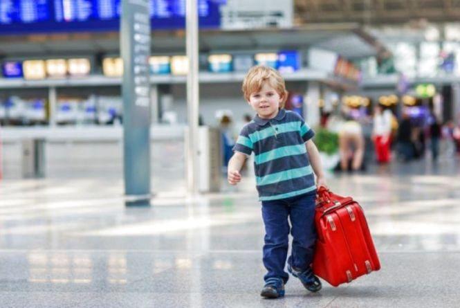 Правила виїзду дитини за кордон: коли потрібен дозвіл нотаріуса