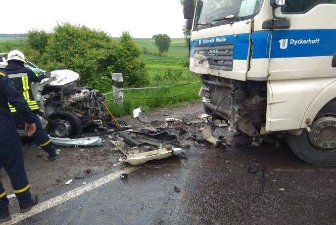 Після жахливої аварії водій легковика під цілодобовою охороною в лікарні