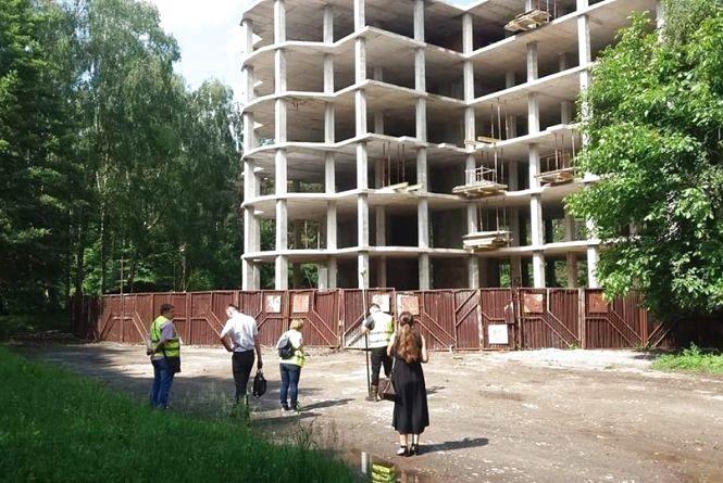"""У парку Нацвідродження роблять експертизу будівництва """"Вуличної академії"""", де звели вже шість поверхів"""