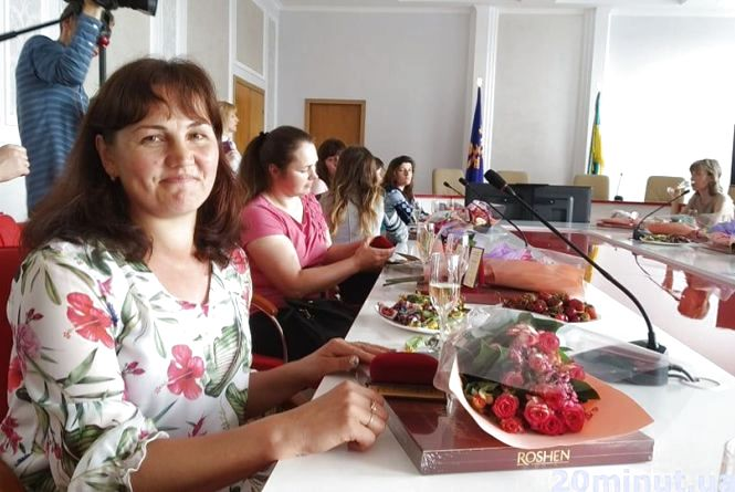 """Чотирнадцять """"героїчних"""" мамів: жінки із Теропільщини отримали почесні відзнаки"""