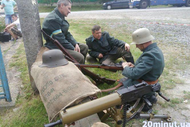 Постріли з гвинтівок і гармат та вибухи: у Ягільниці відтворили події 100-річної давнини