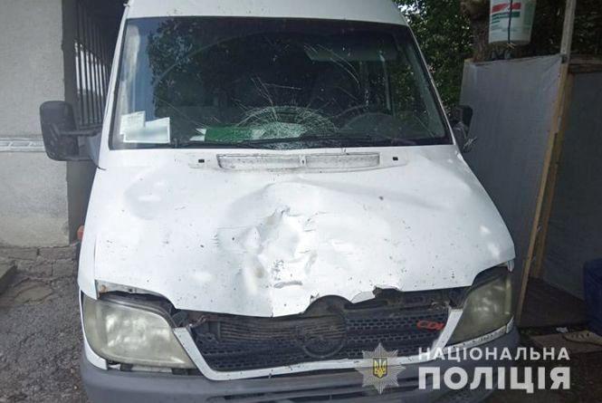 На Тернопільщині водій буса збив насмерть чоловіка і втік з місця пригоди