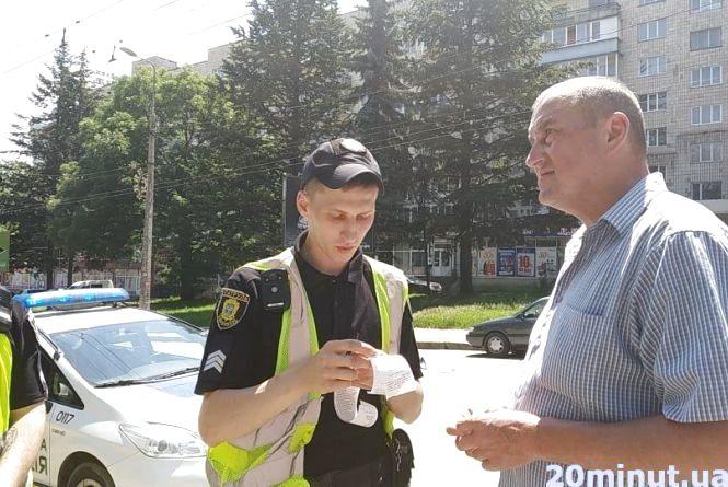 У Тернополі оштрафували водія за те, що він перетнув подвійну суцільну лінію, якої на дорозі...  немає