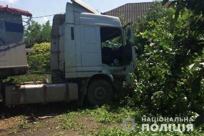 ДТП на Гусятинщині: водій вантажівки раптовопомер за кермом