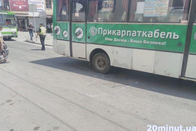 На Шептицького водій маршрутки на смерть збив жінку