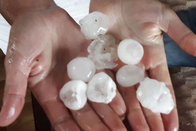 Увага! Рятувальники попереджають про град та зливи на Тернопільщині