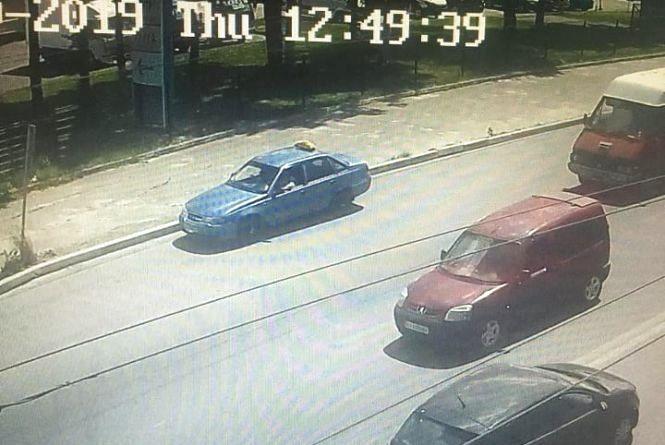Поки водій був у магазині, невідомі вкрали його авто. Розшукують крадіїв