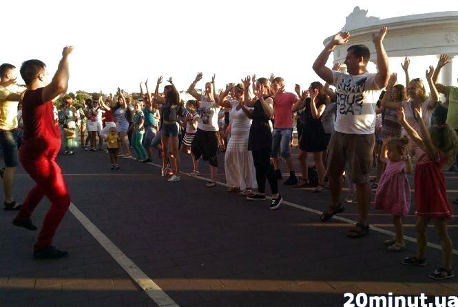 На Набережній щосуботи танцюватимуть сальсу і бачату
