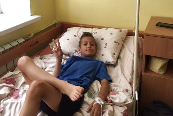 10-річний Тимур потрапив до лікарні. Батьки переконані – після купання у ставі