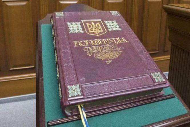 «Конституція – це Біблія держави»: чи знають тернополяни, що святкують 28 червня